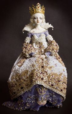 "Marina Bychkova - Porcelain Dolls 06.  This seems to me to be the ""Sulamith Wulfing"" of dolls.  So introspective and ornamental."