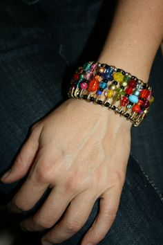 easy safety pin bracelets.   lovezilla.net