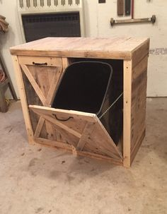 This is my new favorite bin for hiding trash and recycling. Dimensions are about This is my new favorite bin for hiding trash and recycling. Dimensions (can make it a different size if needed) *Contact us for shipping quote. Diy Pallet Furniture, Diy Pallet Projects, Home Projects, Woodworking Projects, Furniture Ideas, Woodworking Wood, Homemade Furniture, Outdoor Furniture, Garden Furniture