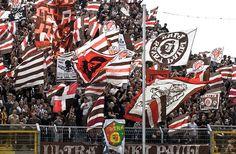 st pauli fc - Pesquisa Google Fc St Pauli, Ultras Football, Football Fans, Soccer, Culture, Google, Sports, Fun, England