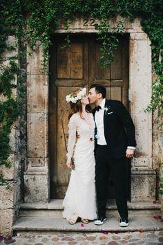 A gorgeous look at Emily and Rigo's festive destination wedding in San Miguel de Allende, Mexico | Image by Blest Studios