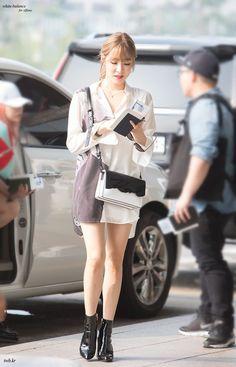 k-fashion-beauty-lifestyle: Girls Generation Tiffany airport. Snsd Airport Fashion, Snsd Fashion, Fashion 2017, Daily Fashion, Korean Fashion, Girl Fashion, Fashion Outfits, Fashion Beauty, Tiffany Girls