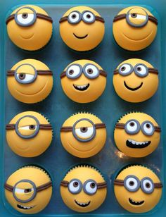 Minions cupcakes, I must do this! Although I wouldn't particularly like eating a minion, they are too cute! Minion Cupcakes, Bolo Minion, Cupcake Cookies, Cupcake Toppers, Cupcakes Kids, Cupcake Ideas, Cupcakes Design, Minion Birthday, Minion Party