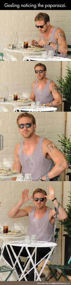 Ryan gosling wgeb he notices the paparazzi