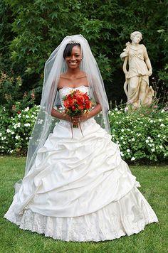 Beautiful #bride in a gorgeous #wedding #dress   http://www.AnnasWeddings.com - East Coast Wedding Photographer