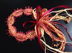 ヴエネツ展2015。まるちゃんの作品。特殊毛糸を中心に、難しい素材を大胆に組み合わせて編みました。素晴らしくよく出来ました。020/20151119