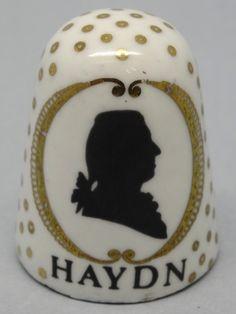 Haydn. Arta thimble. Austria. Cobre esmaltado. Thimble-Dedal-Fingerhut. Sewing Kits, Sewing Tools, Finger, Vintage Sewing Machines, Composers, Pin Cushions, Snow Globes, German, Miniatures