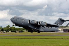 The Boeing C-17 Globemaster III is the second largest aircraft of the US Air Force after the Galaxy.
