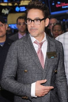 Robert Downey Jr often appears on the red carpet with stylish glasses to compliment his outfit. Get his look at a fraction of the price with these cool specs. Cool Glasses, Mens Glasses, Men With Glasses, Glasses Style, Malcolm X, Robert Downey Jr., Jfk Jr, Four Eyes, Hollywood