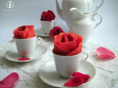 red velvet crepes | Ed ecco il risultato…Piccole rose di crepes red velvet!