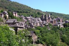 Plus beaux villages médiévaux : Conques Les Religions, Beaux Villages, French Countryside, France Travel, Pilgrimage, Small Towns, Wonderful Places, Paris Skyline, City Photo