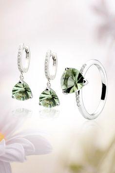 Náušnice Still life Jewelry Trends, Still Life, Pearl Earrings, Pearls, Gemstones, Diamond, Color, Pearl Studs, Gems