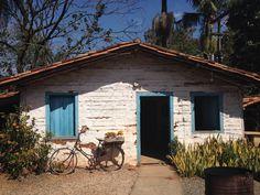 Casa antiga feita de pau a pique