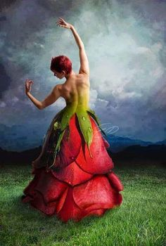 Romancing the Rose .By Artist Unknown. Art Floral, Costume Fleur, Flower Costume, Floral Fashion, Dance Photography, Flower Dresses, Dresses Art, Surreal Art, Wearable Art