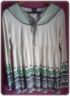 Camiseta con manga larga, estampado, cuello V detalle corazones, cordón ajustable. 100% Algodón - Manga: Larga Talla: M www.aleko.kingesh...