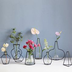 Level Up Your Room Decor With This Unique Wire Vase. Tired of your classic glass flower vase? Simple but elegant, it adds a touch of coolness and creativity to to your home. Ikebana, Home Decor Accessories, Decorative Accessories, Cheap Accessories, Flower Vases, Flower Pots, Diy Flower, Cactus Flower, Flower Frame