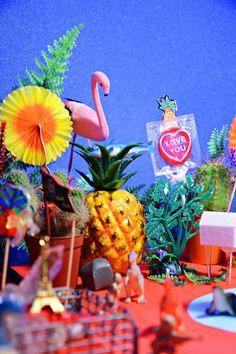 Pineapples and flamingos! Miami Vice, Diner Spectacle, Estilo Kitsch, Club Tropicana, Retro, Tropical, Vaporwave, Design Art, Design Color