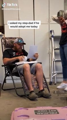 She asked her step-dad to adopt her. ❤️ She asked her step-dad to adopt her. Cute Love Stories, Happy Stories, Sweet Stories, Love Story, Cute Couple Stories, Coming Out Stories, Good News Stories, Funny Video Memes, Funny Videos