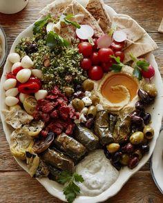 Vegetarian Mezze Platter from www. (What's Gaby Cooking) Vegetarian Mezze Platter fr Vegetarian Recipes, Cooking Recipes, Healthy Recipes, Vegetarian Appetizers, Vegan Meals, Charcuterie Vegetarian, Vegetarian Wedding Food, Charcuterie Food, Vegetarian Tapas