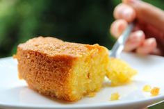 One of the most delicious gluten free lemon polenta cakes. Just like lemon curd in cake form. Lemon Recipes, Sweet Recipes, Baking Recipes, Cake Recipes, Lemon Desserts, Gluten Free Cakes, Gluten Free Baking, Gluten Free Desserts, Nigella Lawson Lemon Polenta Cake