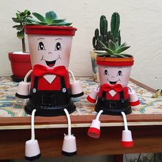 Flower Pot People, Clay Pot People, Painted Plant Pots, Painted Flower Pots, Clay Pot Projects, Clay Pot Crafts, Pallet Furniture Outdoor Table, Clay Pot Lighthouse, Flower Pot Art