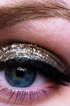 Doing gold glitter shadow for tonight!