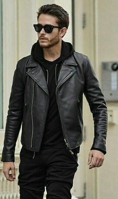 Black Hoodie with Black Joggers and Black Leather Jacket Black Hoodie with Black Joggers and Black Leather Jacket Fashion Business, Leather Jacket Outfits, Neue Outfits, Cooler Look, Herren Outfit, Jacket Style, Jacket Men, Hoodie Jacket, Leather Men