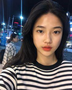 """김소담 on Instagram: """"아직도 화요일이라니...☁️"""" Asian Makeup Natural, Asian Beauty, Asian Makeup Tutorials, Youre Like Really Pretty, Beer For Hair, Face Proportions, Pretty Korean Girls, Ulzzang Korean Girl, Uzzlang Girl"""