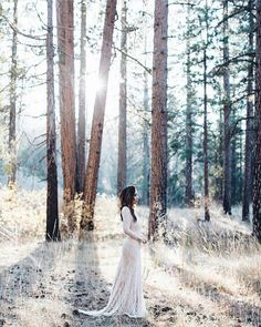 Beautiful bohemian photoshoot ! Thank you @in.jessiland for featuring our #AW16 AERIS gown in cream ✨✨✨ #weddinginspirations