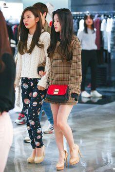 Seulgi and Irene【Red Velvet】 Kpop Fashion, Asian Fashion, Girl Fashion, Fashion 2014, Airport Fashion, Red Velvet Seulgi, Red Velvet Irene, Park Sooyoung, Yoona