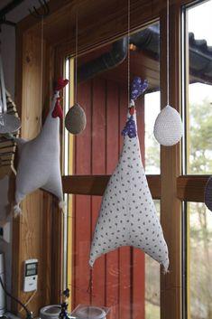 Har sydd meg nye kjøkken gardiner til våren / påska. Etter inspirasjon etter at eg såg hønene i Florø der gode venninner hadde sydd dei. M...