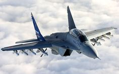 El Mig-29 es un avión bimotor de 4ta generación de superioridad aérea, creado por la unión soviética para contrarrestar los nuevos aviones de guerra Americanos como el F-15 y el F-16, junto con el Su-27 serian los principales cazas Soviéticos. A finales de los 60s