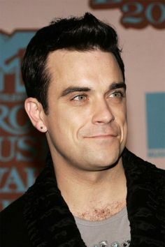 Robbie Williams : un deuxième mariage en Turquie ? Robbie Williams, Maisie Williams, The Right Stuff, Famous Singers, Music Bands, My Music, Jazz, Handsome, Take That
