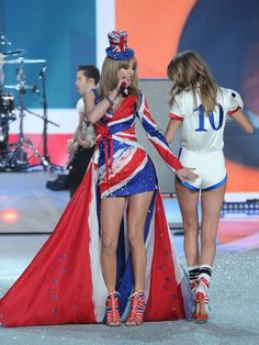 Taylor Swift slapping Cara Delevingne's butt while performing on the runway