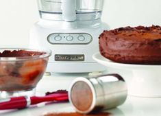 KitchenAid One-bowl chocolate cake recipe (designed for Food Processor, but would work equally well with stand mixer) One Bowl Chocolate Cake Recipe, Chocolate Icing, Kitchenaid Food Processor, Food Processor Recipes, Round Cake Pans, Round Cakes, Kitchen Aid Recipes, Food Chopper, Dessert Decoration