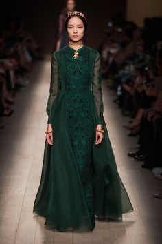 Valentino at Paris Fashion Week Spring 2014 - Runway Photos Style Haute Couture, Couture Mode, Couture Fashion, Runway Fashion, Fashion Week Paris, High Fashion, Fashion Show, Fashion Design, Fashion Weeks