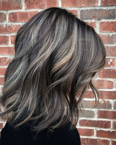 60 Shades of Grey: Silver and White Highlights for Eternal Youth Metallic Silver Blonde Balayage for Brunette Lob Brown Hair With Silver Highlights, Brown Blonde Hair, Brown Hair Colors, Purple Hair, White Highlights, Pastel Hair, Grey Hair With Brown Lowlights, Green Hair, Grey Brown Hair
