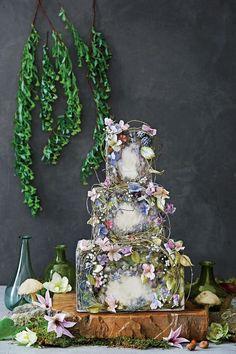 Garden theme wedding cake; photo: Pernille Loof; Via Maggie Austin