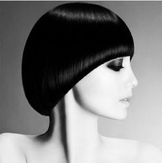 Bilderesultat for sassoon isadora Cool Haircuts, Hairstyles With Bangs, Hair Styles 2016, Short Hair Styles, Pageboy Haircut, Mushroom Hair, Rihanna Makeup, Mod Hair, Hair Cutting Techniques