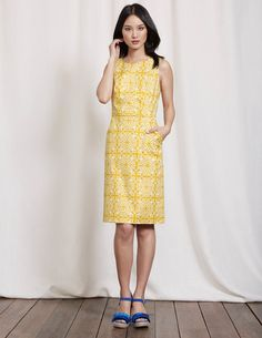 Call off the search – we've found the flattering dress you've been looking for. Its semi-fitted shape is crafted from textured cotton, with a teensy drop of elastane thrown in to keep you comfortable. Its front pockets are handy when you need somewhere to keep your lipstick too.