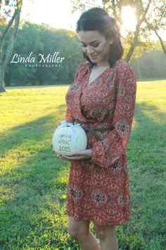Linda Miller Photography www.lindamillerphotography.com Pregnancy reveal session, maternity session, pregnancy, natural light, evening, fall, sunset, what to wear, pose ideas, prop ideas, fort hunt park