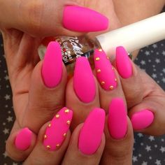 Matte pink nails with gold studs Get Nails, Dope Nails, Fancy Nails, Fabulous Nails, Gorgeous Nails, Pretty Nails, Matte Pink Nails, Coffin Nails Matte, Pink Coffin