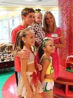 dance moms maddie and Kenzie performed at a children's hospital