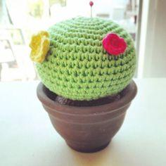 eli_terapiaganchillera Otro cactus amigurumi para la colección...y para llenar mi nueva estantería de la terraza si esa que te enseñé hace un par de semanas. #terapiaganchillera #cactusamigurumi #cactuslover #handmade #crochet #crochetastherapy #crochetaddict #crochetlovers #ganchillo #elganchilloesmisuperpoder #instacrochet #amigurumis #cactus #primavera