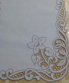 Risultati immagini per centro ecru intaglio Cutwork Embroidery, Hand Embroidery Patterns, White Embroidery, Machine Embroidery Designs, Embroidery Stitches, Bernina 880, Advanced Embroidery, Point Lace, Arte Popular