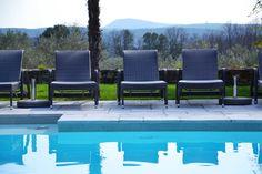 Une #piscine et des #transats pour un séjour reposant #gard #ardeche #barjac