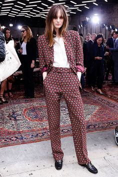 Laura Love in Gucci by Alessandro Michele Daily Fashion, Fashion Mode, Suit Fashion, Work Fashion, High Fashion, Fashion Outfits, Womens Fashion, Fashion Design, Fashion Trends