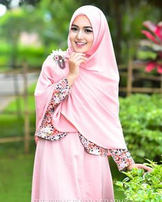 Hijabers itu dimana2 memang penuh pesona...... thanks @queen_hits buat make up nya,  sesi pertama sama model baru si gita.... #hijbers #hijab #syari #model #malang #nikon #nikontop #nikonphotographers #ummalang