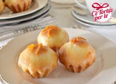 Mini brioche glassate all'arancia, ecco un dolcetto perfetto per la #colazione o per la #merenda.  Scopri la ricetta...