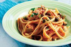 Συνταγή για μακαρονάδα µε τόνο, κάππαρη & ούζο | mamapeinao.gr | ΜΑΜΑ ΠΕΙΝΑΩ
